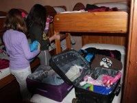 Llegada (colocando maletas)