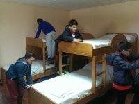 Hacemos la cama y ordenamos habitación