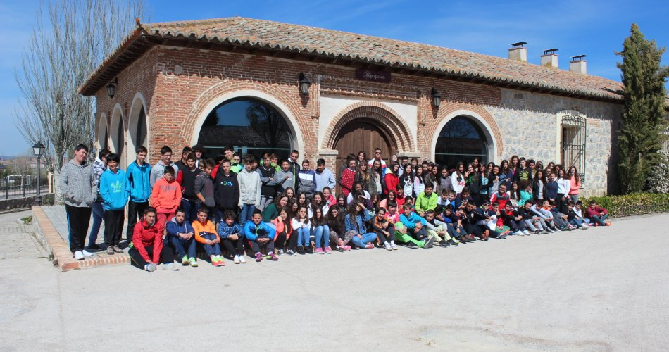 Participantes del C.E.O. Vírgen de Navaserrada (El Hoyo de Pinares), C.C. Santísima Trinidad (El Tiemblo), I.E.S. Sierra del Valle (La Adrada) y; I.E.S.O. San Juan de la Cruz (Fontiveros)