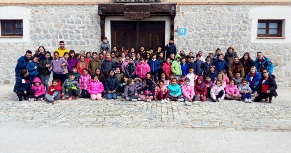 Participantes del CRA La Gaznata (San Bartolomé de Pinares), CEIP El Zaire (Burgohondo), CRA Tomás Luís de Victoria (Blascosancho, Sanchidrian y Pajares de Adaja), CEIP Juan XXIII (Fontiveros), CEIP Moreno Espinosa (Cebreros), CP San Juan Bautista (Maello), CRA Alto Alberche (Navarrevisca), CRA La Sierra (Cillan), CRA Moraña Baja (Langa), CC San Juan Bosco (Arévalo) y CRA Vetonia (Poyales Del Hoyo)