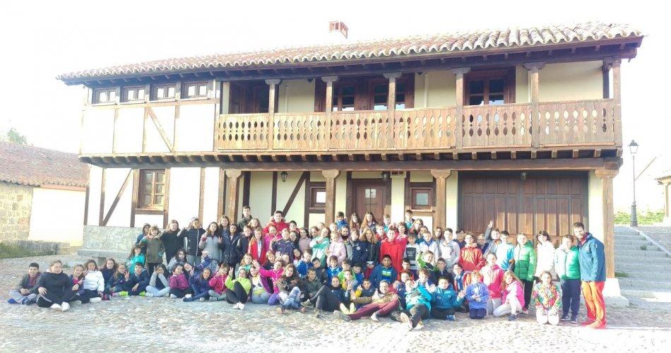 Participantes del CP Villa de La Adrada (La Adrada), CEO Virgen de Navaserrada (El Hoyo De Pinares), CP Gran Duque de Alba (Piedrahita), CRA Valdelavia (El Herradón de Pinares) y CRA Alto Gredos (Navarredonda de Gredos)