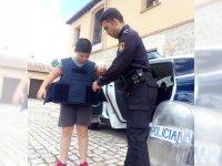 Probando el material de la policia (C.N.P.)