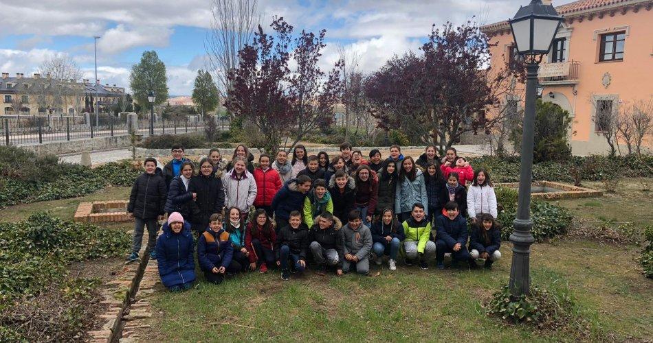 Participantes del C.R.A. Valdelavia (San Bartolome de Pinares y Santa Cruz de Pinares), C.R.A. Las Cogotas (Cardeñosa) y C.P. San Juan de La Cruz (Piedralaves)