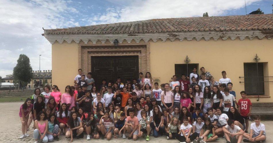 Participantes del IES Claudio Sánchez Albornoz (El Tiemblo), IES María de Córdoba (Las Navas del Marqués), CEO Virgen de Navaserrada (El Hoyo de Pinares) y IESO San Juan de La Cruz (Fontiveros)